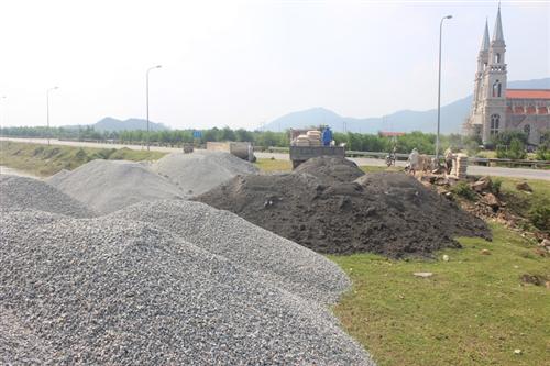 Nguồn vật liệu tro xỉ Nhà máy Nhiệt điện Vũng Áng 1 được ứng dụng làm đường giao thông
